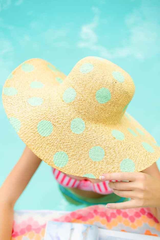 DIY polka dot floppy hat | sugarandcloth.com