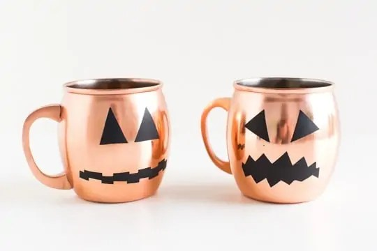 DIY halloween glassware decals | sugarandcloth.com