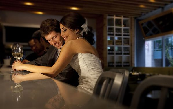 couple at bar being friends with benefits