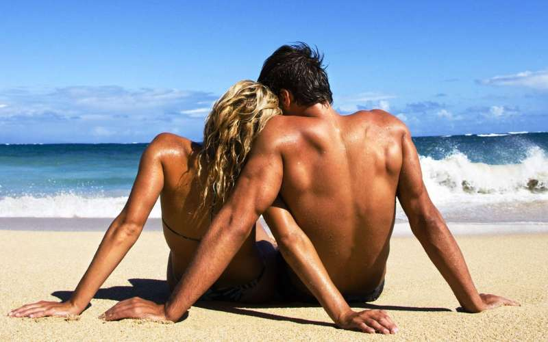 hot-couple-at-beach-in-long-term-relationship