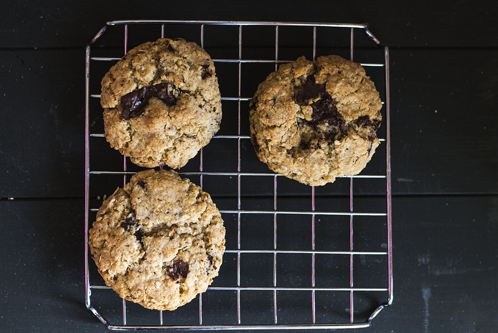 Chocolate chip and oat cookies recipe