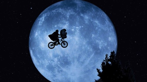 elliott_and_et_in_front_of_the_moon-720x405