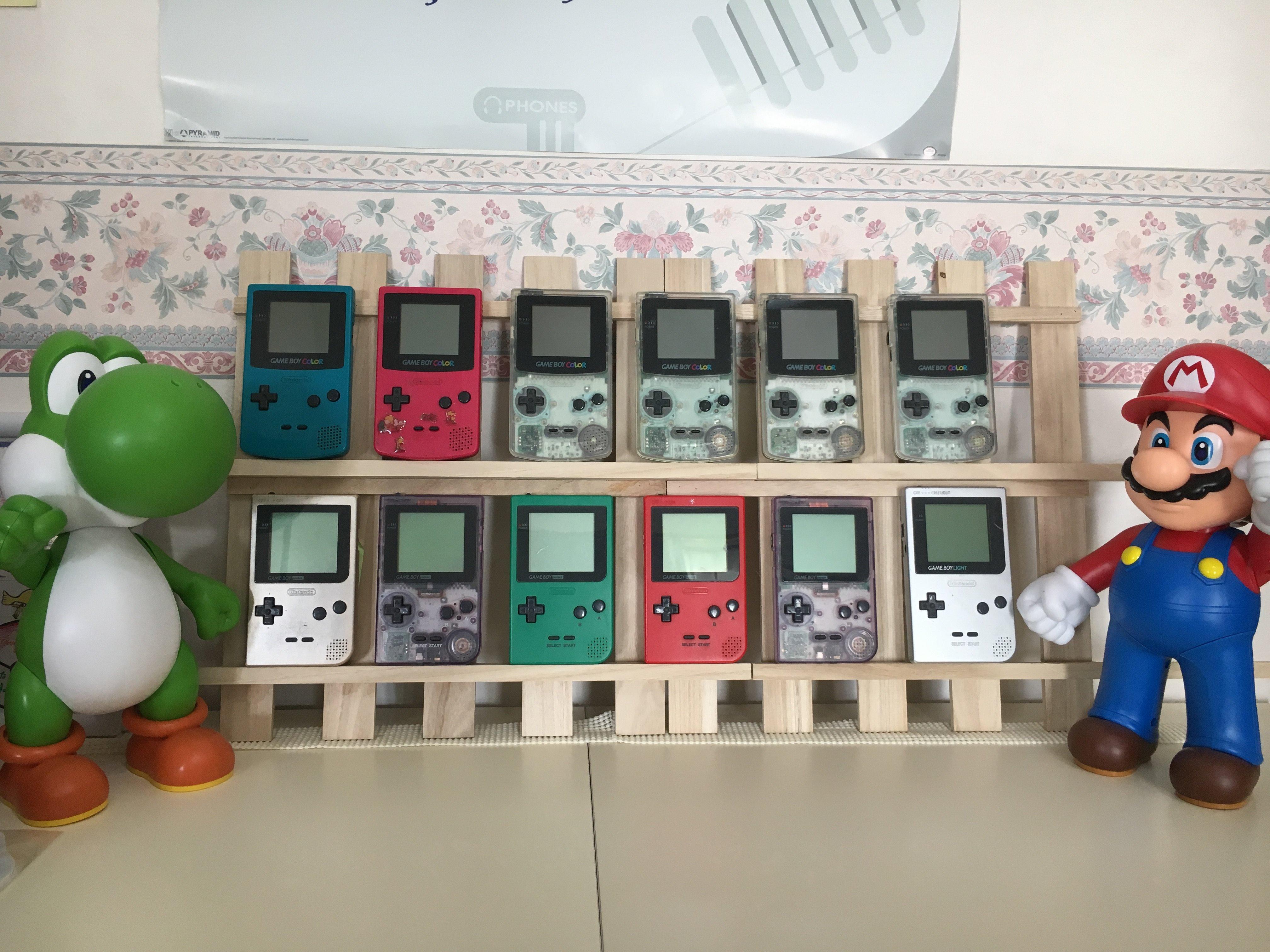 【100均DIY】200円でゲームボーイを飾れる棚を作ったよ!