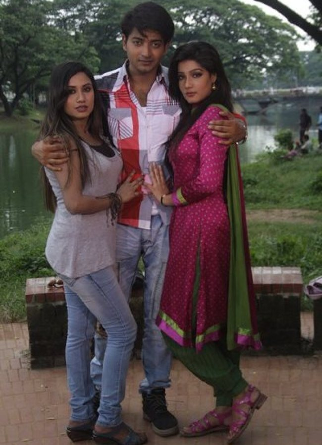 Sara Jerin, Bappi and Mahiya Mahi in Onnorokom Bhalobasha