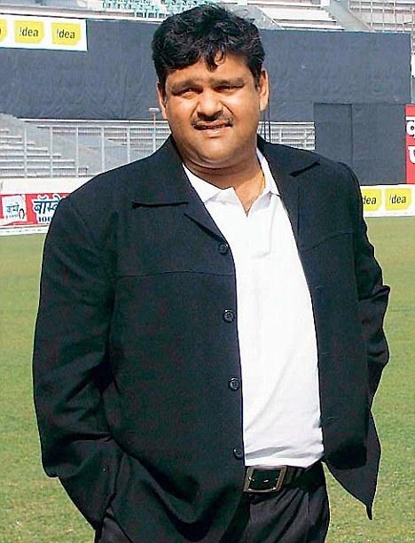http://i2.wp.com/sujonhera.files.wordpress.com/2015/06/akram-khan-top-10-most-popular-bangladeshi-cricketers-of-all-time.jpg?resize=468%2C613&ssl=1?w=468