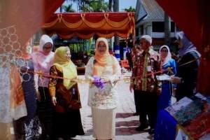 Pameran Gelanggang Dagang produk kelompok UPPKS Warnai Peringatan Harganas