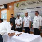 Jalan di Papua Terus Dibangun, 2 kontrak pembangunan jalan dan jembatan senilai hampir Rp 200 Miliar ditandatangani