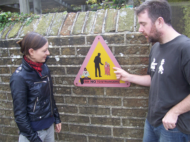 Bob shows Emma the benefit of his experience, Holmfirth 2009