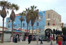 Crowds walk around Venice Beach