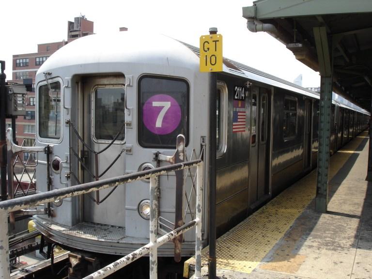 R62A_7_train_at_Queensboro_Plaza