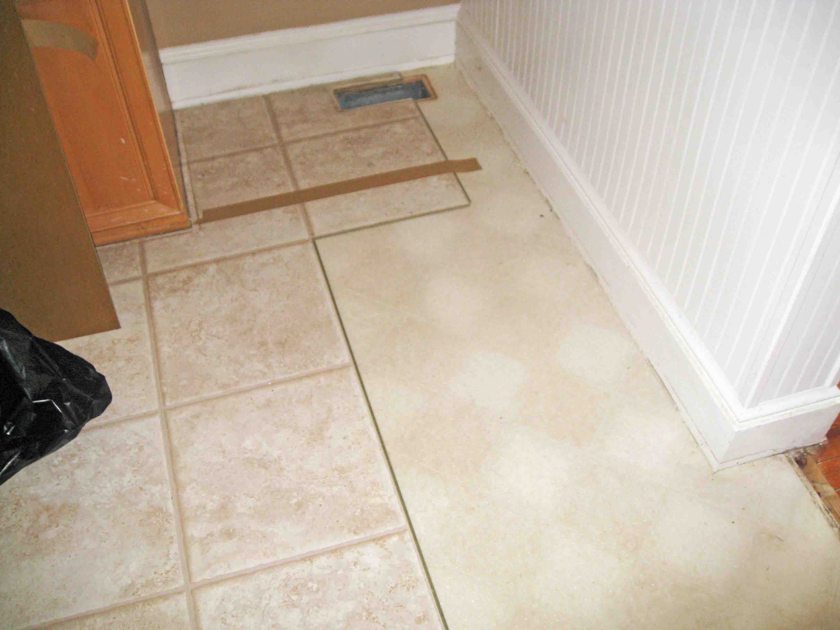 Superb How To Remove Linoleum Ing Layers Linoleum Sunshineandsawdust How To Remove Linoleum Install Tile How To Remove Linoleum Glued To Concrete houzz 01 How To Remove Linoleum