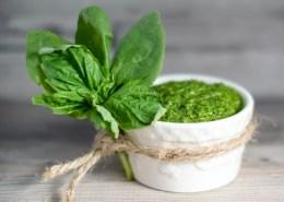 858 shutterstock_249978148 spinach basil pesto vf