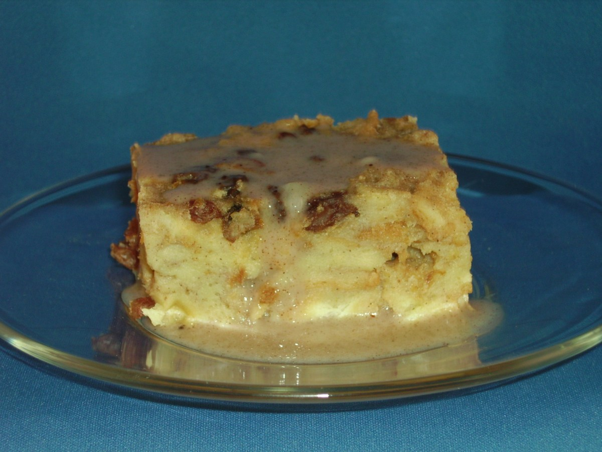 Old-Fashioned Bread Pudding and Sauce