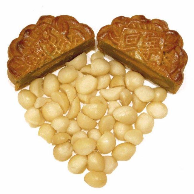 Hua Ting - White Lotus Custard with Macadamia Nuts