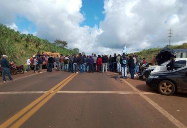 Productores de yerba mate cortan rutas en el NEA. FOTO: Gentileza Misiones Online.