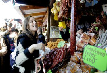 La gobernadora María Eugenia Vidal recorrió La Rural. FOTO: DyN.