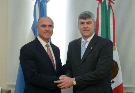 Resultado de imagen de Buryaile con José Eduardo Calzada Rovirosa,