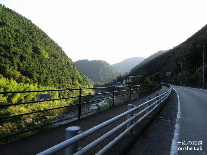 川口橋を通過してさらに西へ