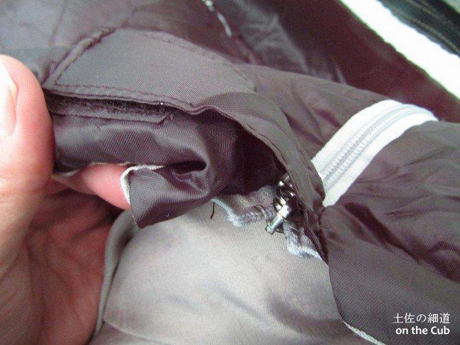 寝袋はダブルジップ、ベルクロ使いがキモ