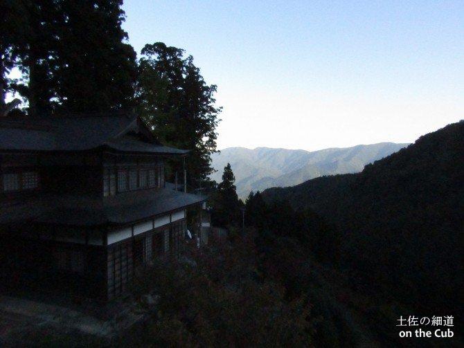 四国霊場で2番目に高い山岳霊場焼山寺へカブ50で到着