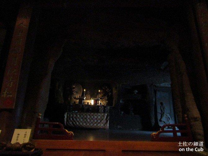 奥之院 獅子の岩屋