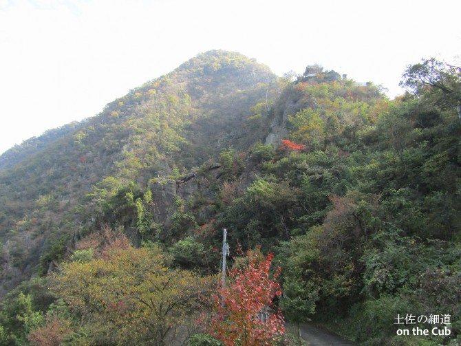 我拝師山の頂上付近に鎮座する奥の院