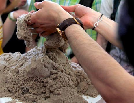 Специальная масса, которая имитирует настоящий сырок песок