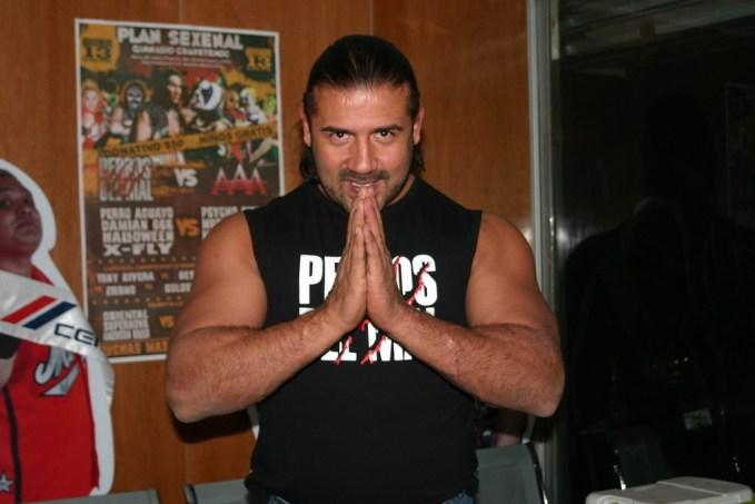 Héctor Garza con los Perros del Mal