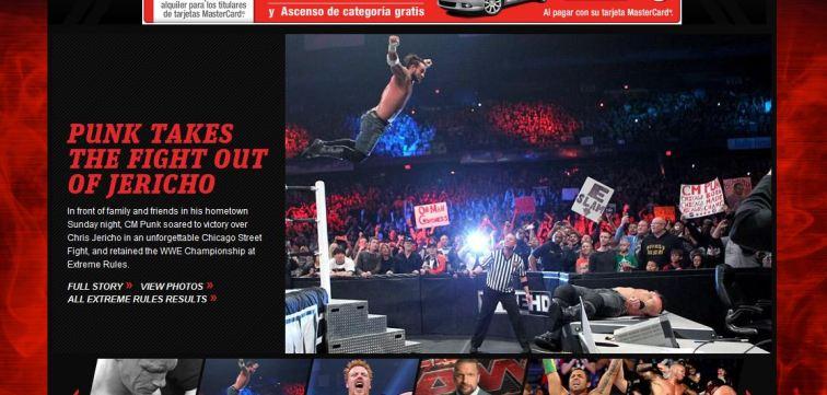CM Punk vuela sobre Chris Jericho en WWE Extreme Rules 2012 / WWE.com