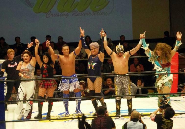 AAA invade Pro Wrestling Wave: Ayako Hamada, Lolita, CIMA, Pimpinela Escarlata, Fénix / Koruakuen Hall de Tokio, Japón - 27 de nov. de 2012 / Imagen by Noti AAA en Facebook