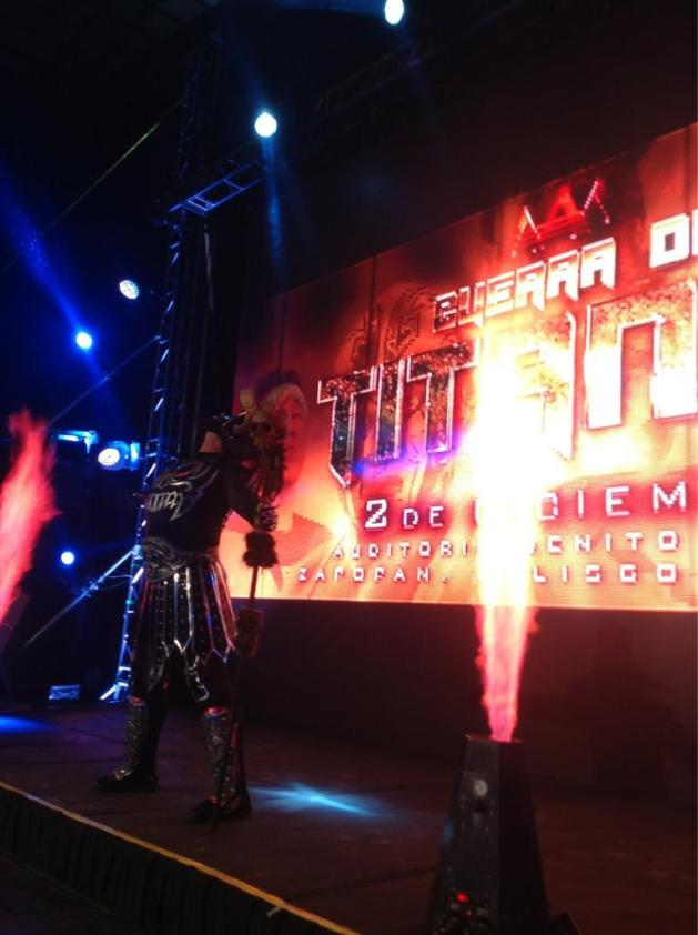 "El debut de La Parka Negra / AAA Guerra de Titanes 2012 - Auditorio ""Benito Juárez"" de Zapopan, Jal. – 2 de dic. de 2012 / Imagen by @Lucha_Libre_AAA en Twitter"