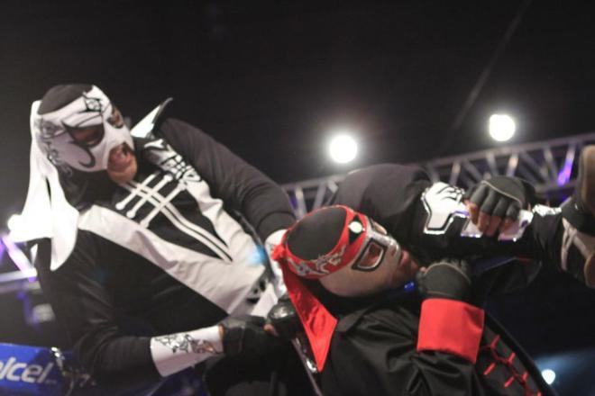 """Pentagón Jr. vs. Octagón / AAA Guerra de Titanes 2012 - Auditorio Benito Juárez"""" de Zapopan, Jal. - 2 de dic. de 2012 / Imagen by Lucha Libre Triple A en Facebook"""