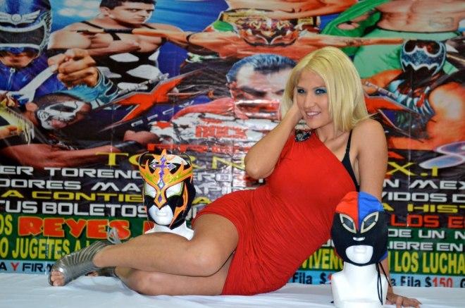 Setsuko Takahashi, Gerente General de Super X Wrestling y Reina del Ring AAA, en Coferencia de Prensa / Arena del Sur - 12 de diciembre de 2012 / Imagen by Super X.Lucha Libre en Facebook