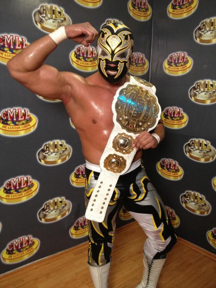 La Sombra... nuevo Campeón Intercontinental IWGP / Arena México - 31 de mayo de 2013 / Photo by @terceracaida en Twitter