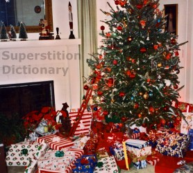 superstitiondictionary-christmas-tree-pic