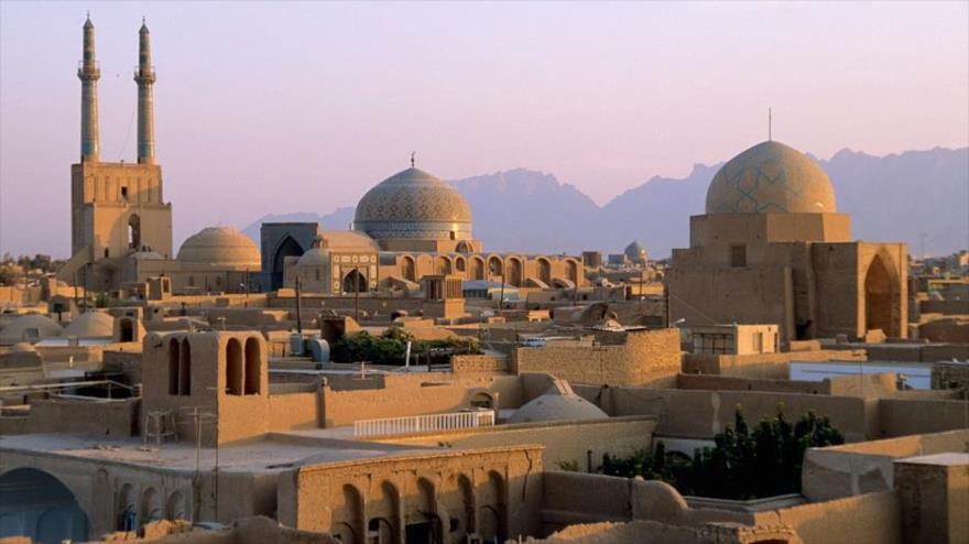 Toma de la ciudad de Meybod en Irán, extraída de artículo de prensa sobre destinos turísticos recomendados por la revista National Geographic para el 2016, en el que aparece - ver artículo - Irán como primer destino recomendado, seguido luego por Costa Rica.