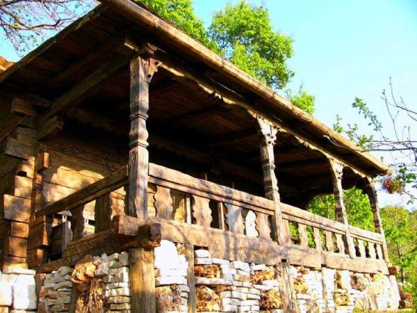 despre-case-din-lemn-vechi-mester-Danut-Hotea-case-rustice-din-lemn-17