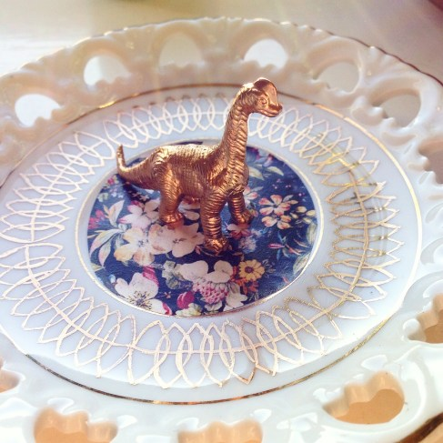 sustainable daisy do it yourself DIY blogger jewelry ring holder dinosaur repurposed thrift store dish
