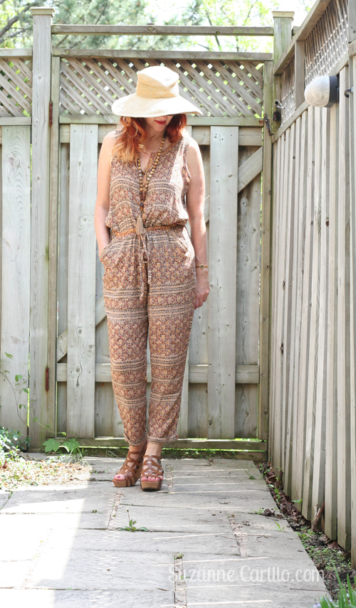 easy summer style patterned jumpsuit for women over 40