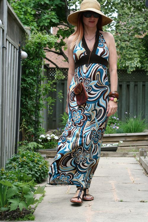 Floral maxi dress for summer how to wear maxi dresses suzanne carillo style files easy summer style