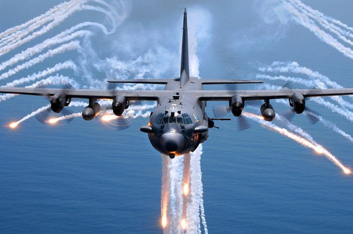 800px-AC-130H_Spectre_jettisons_flares