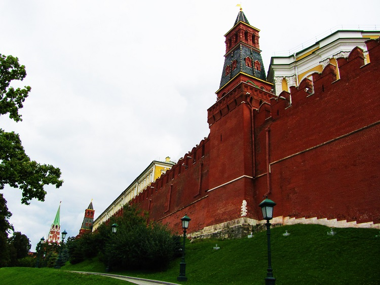 russia-moscow-2-kremlin-wall
