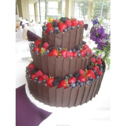 Deluxe Chocolate Berry Wedding Cake Chocolate Berry Wedding Cake Discoveries Chocolate Wedding Cakes Images Chocolate Wedding Cake Frosting Recipe