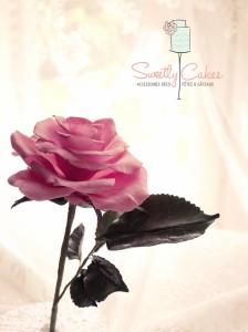 Rose avalanche en pâte à sucre
