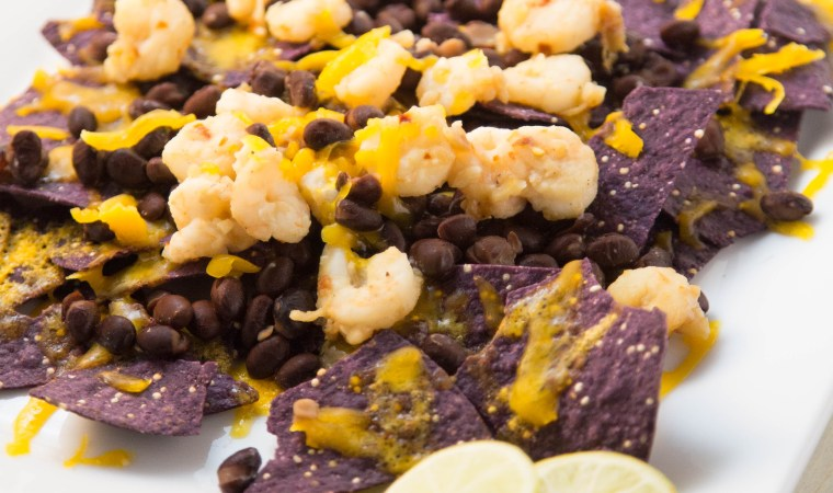 Garlic Shrimp Nachos on Quinoa Chips | www.sweetteasweetie.com