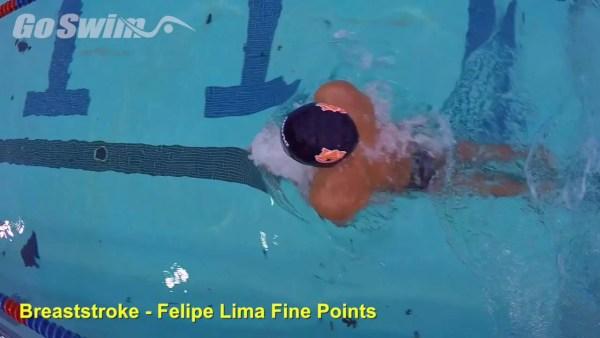 平泳ぎでのひとかきひとけりのコツ