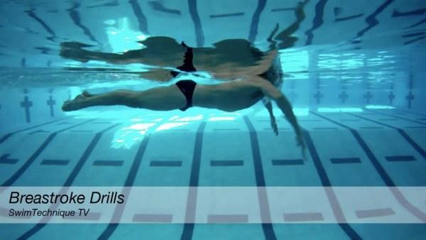 平泳ぎのタイミングを調整する為の2つのドリル