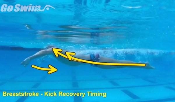平泳ぎの足を引くタイミングはどれが良いのか