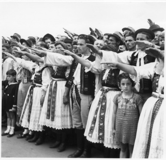 Jozef Teslík, Oslavy II. celoštátneho nástupu HM v Bratislave. 1943. Archív STK, SNA v Bratislave.