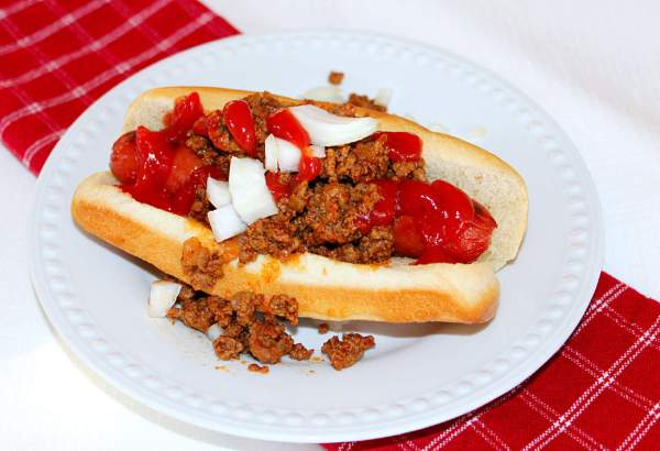 Skillet Hot Dog Chili. Browned ground beef cooked with ketchup and chili powder and served over hot dogs. #hotdog #chili #southernfood